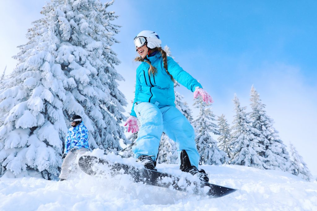 Beginners and intermediate skiers can get their fill on the California side, while advanced and expert skiers can test their mettle on the more challenging Nevada side.